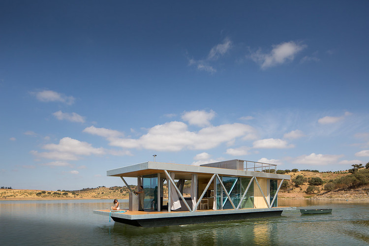Floating House / Friday SA, © Jose Campos