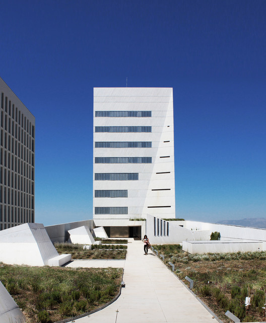 Faculty of health sciences mediomundo arquitectos archdaily - Arquitectos de granada ...