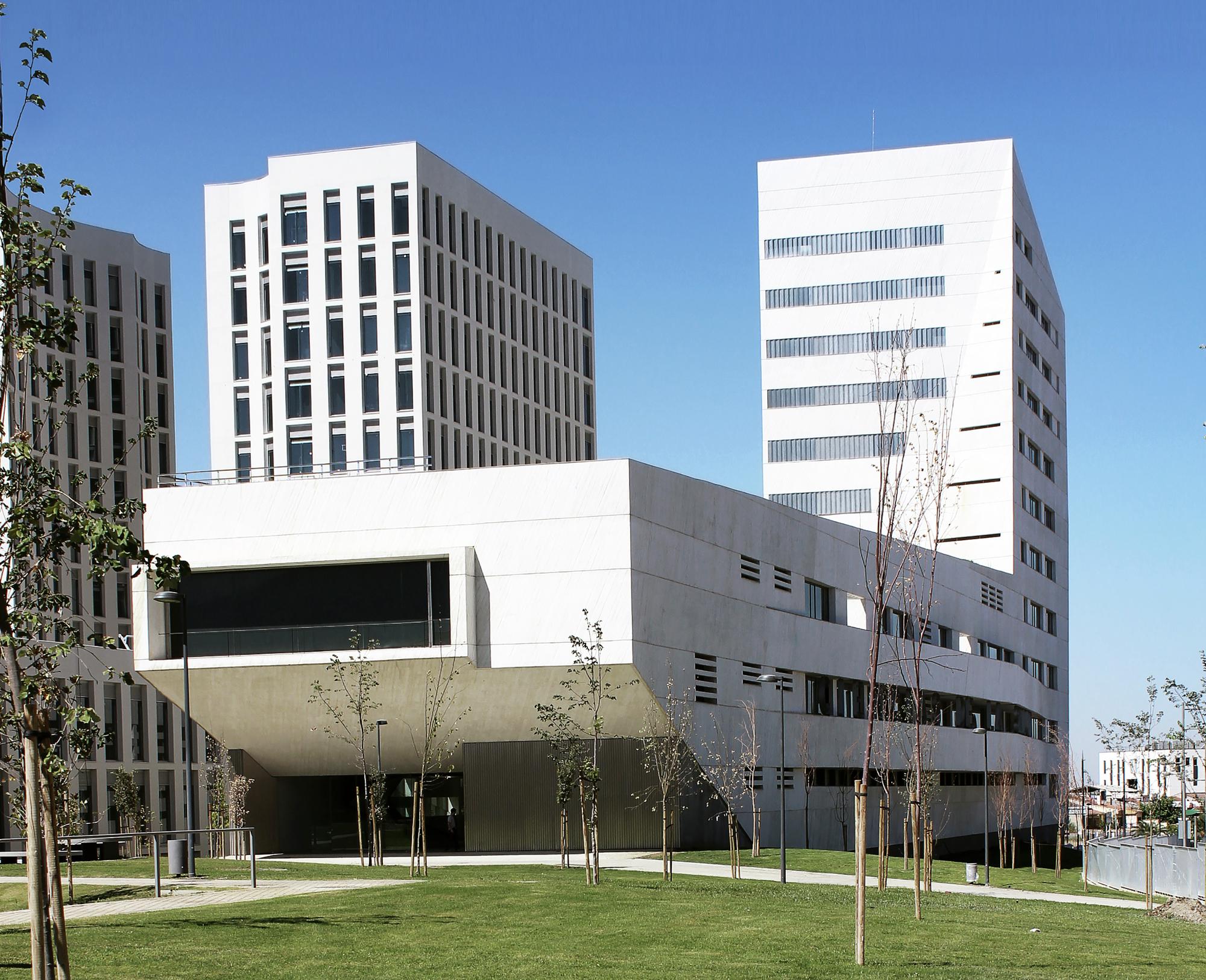 Facultad de ciencias de la salud mediomundo arquitectos for Mapa facultad de arquitectura