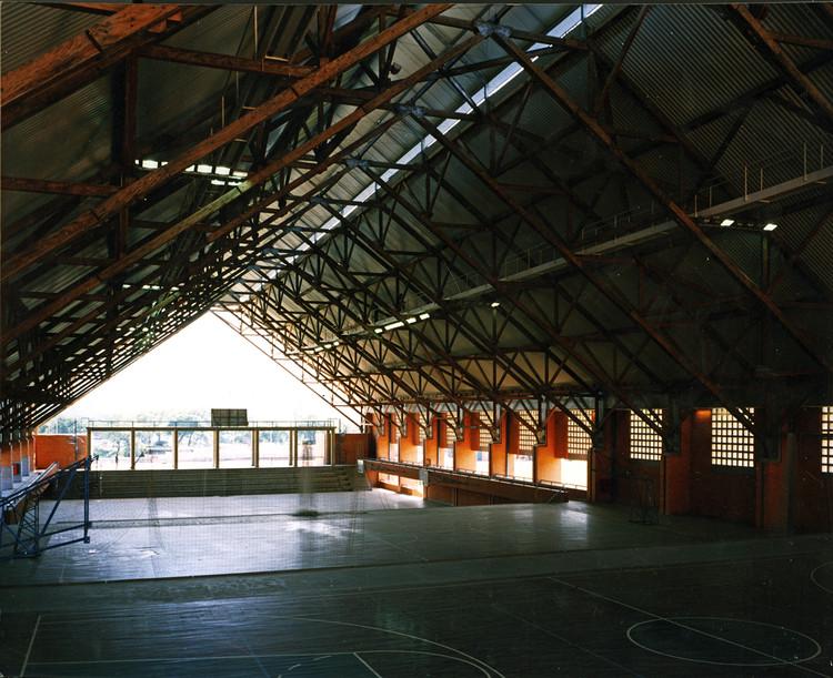 Clássicos da Arquitetura: SESC Nova Iguaçu / Hector Vigliecca e Bruno Padovano
