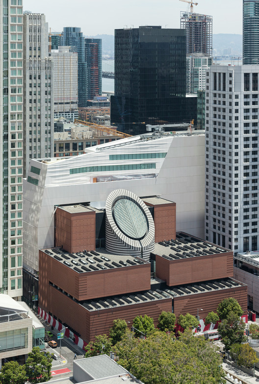 Snøhetta's SFMOMA Expansion with the original Mario Botta building in the foreground. Image © Henrik Kam, courtesy of SFMOMA