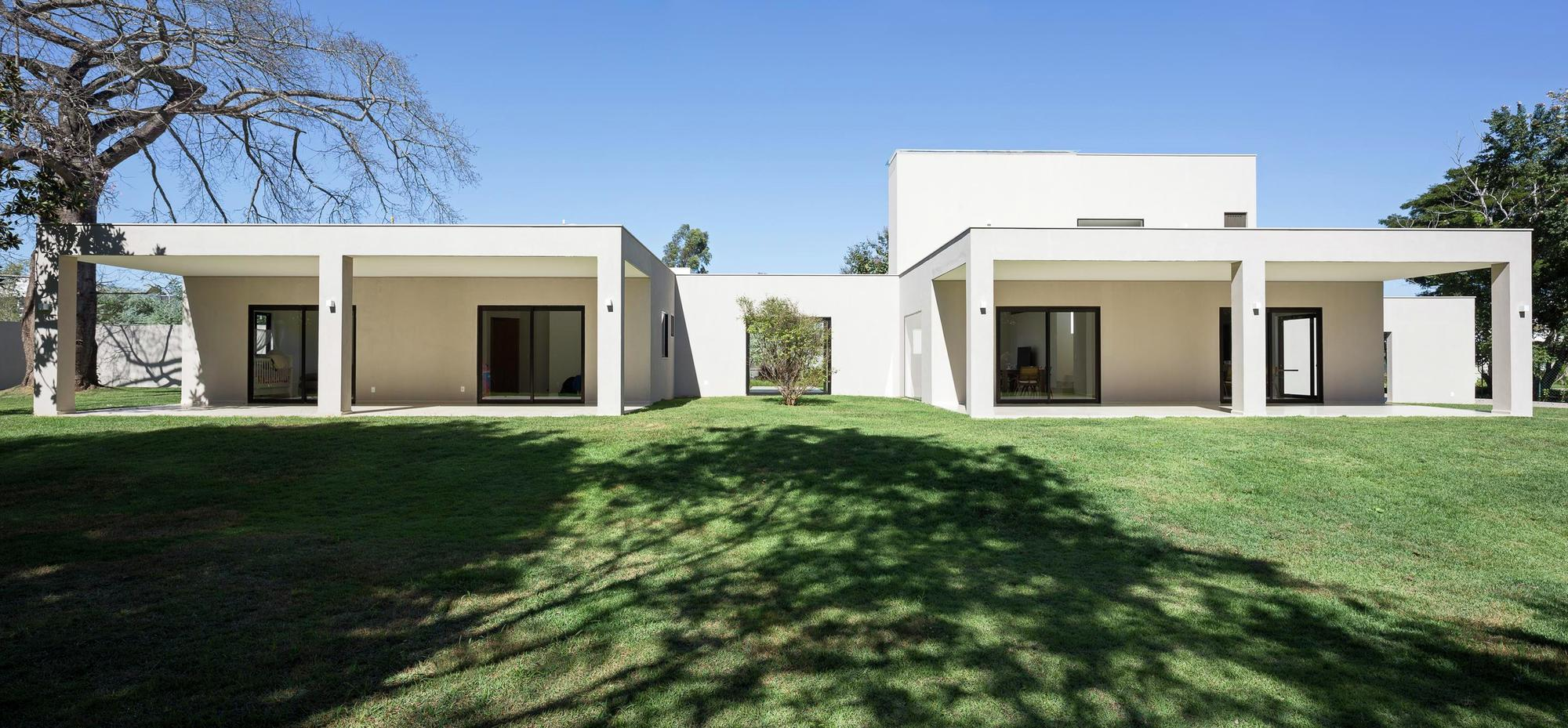 Casa paineira bloco arquitetos archdaily brasil - The cubic home ...
