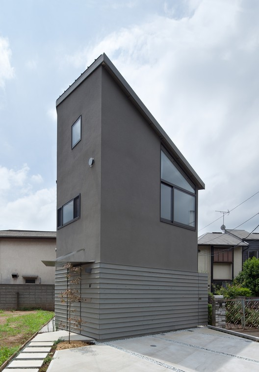 Small House with Floating Treehouse / Yuki Miyamoto Architect, © Masayoshi Ishii
