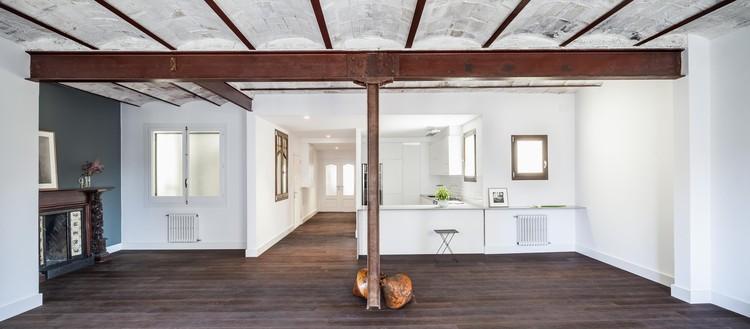 Apartamento na Eixample / Mundo Estudio Arquitetura e Design + Alex Gasca, © Adrià Goula