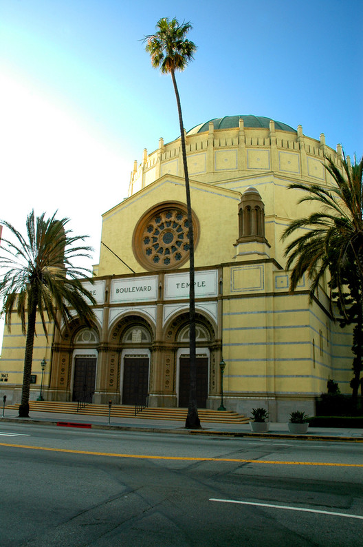 Cy Twombly Painting Sells for $70.5 Million to Fund OMA's LA Synagogue Extension, The existing Wilshire Boulevard Temple in LA. Image © Flickr user: cwsteeds licensed under CC BY 2.0