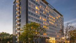 Complejo de vivienda estudiantil en el edificio de oficinas Elsevier / Knevel Architecten