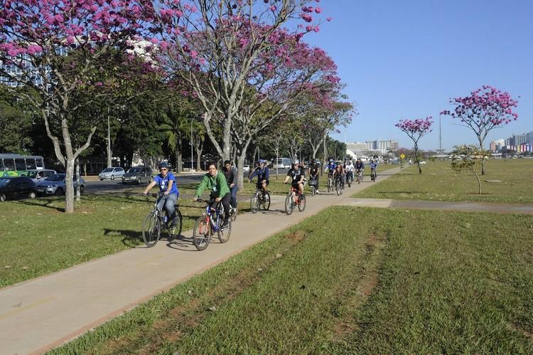 Projeto de mobilidade ativa busca qualificar os deslocamentos a pé e de bicicleta em Brasília, © Jefferson Rudy /Agência Senado, via TheCityFix Brasil