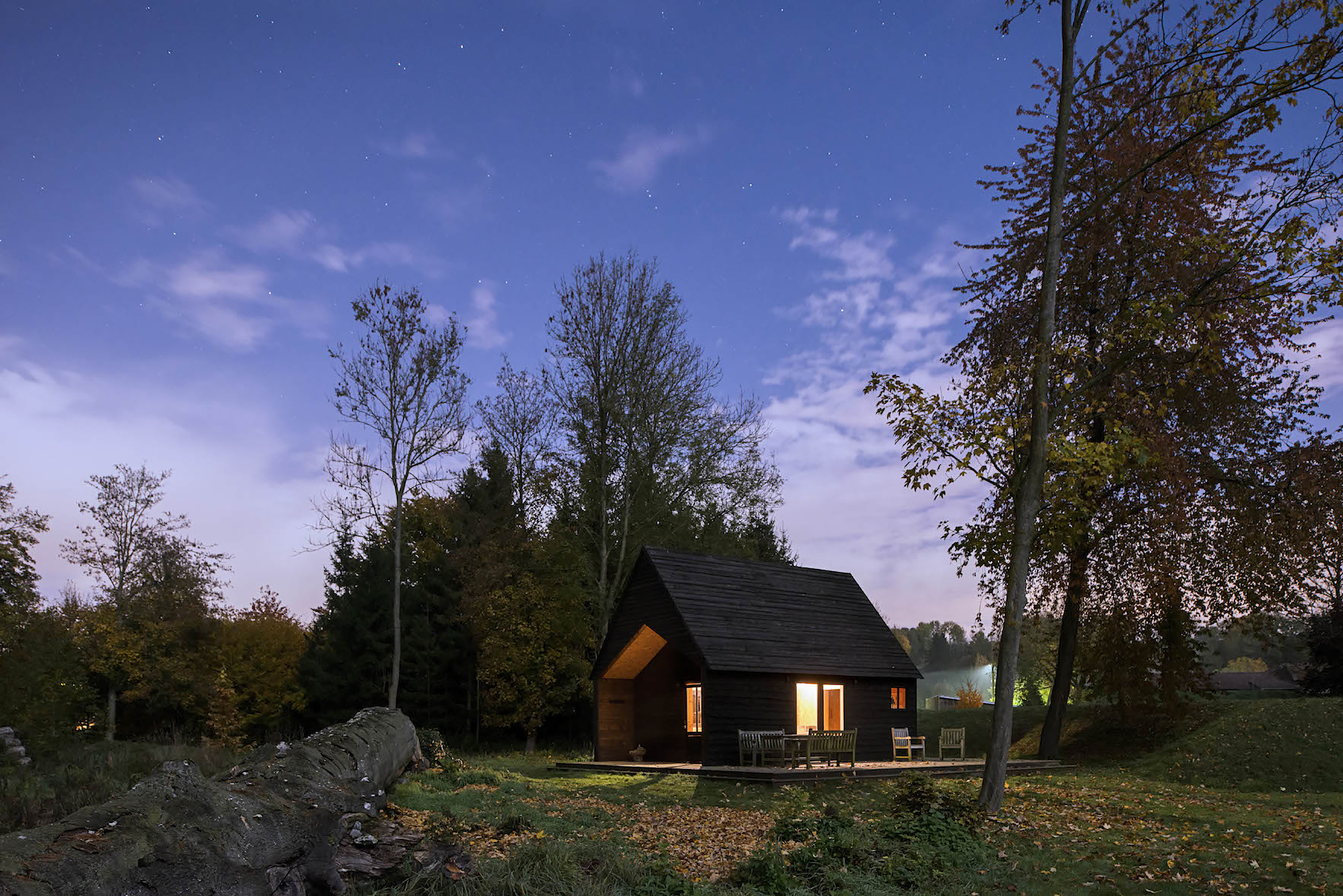 The Woodland Cabin / De Rosee Sa Architects