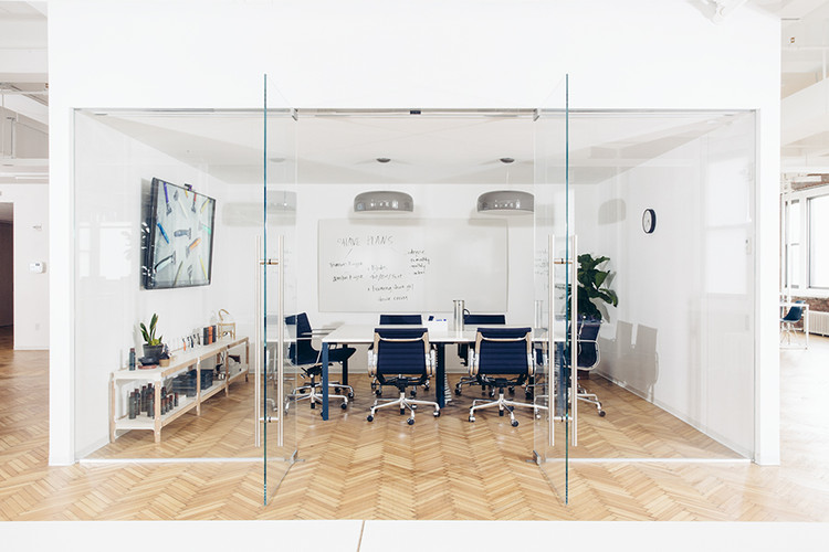 "Conheça o ""Living Office"", da Herman Miller: a evolução dos ambientes de trabalho e o conceito aplicado na start-up Harry´s., Harry´s depois do Living Office . Image © Geordie Wood. Via Herman Miller"