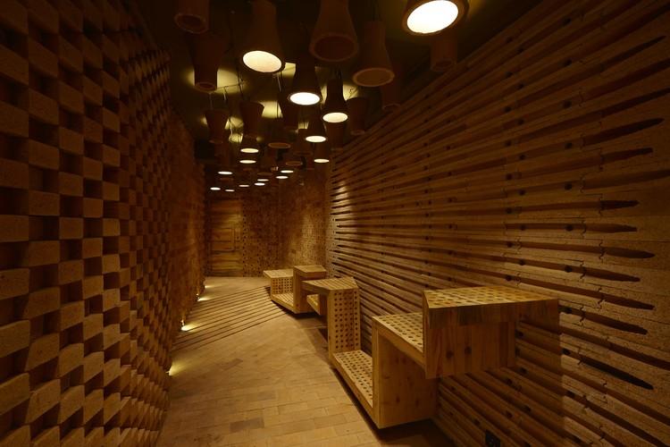 Interior de estudio de cine en casa / Sfurna Designs, Cortesía de Sfurna Designs