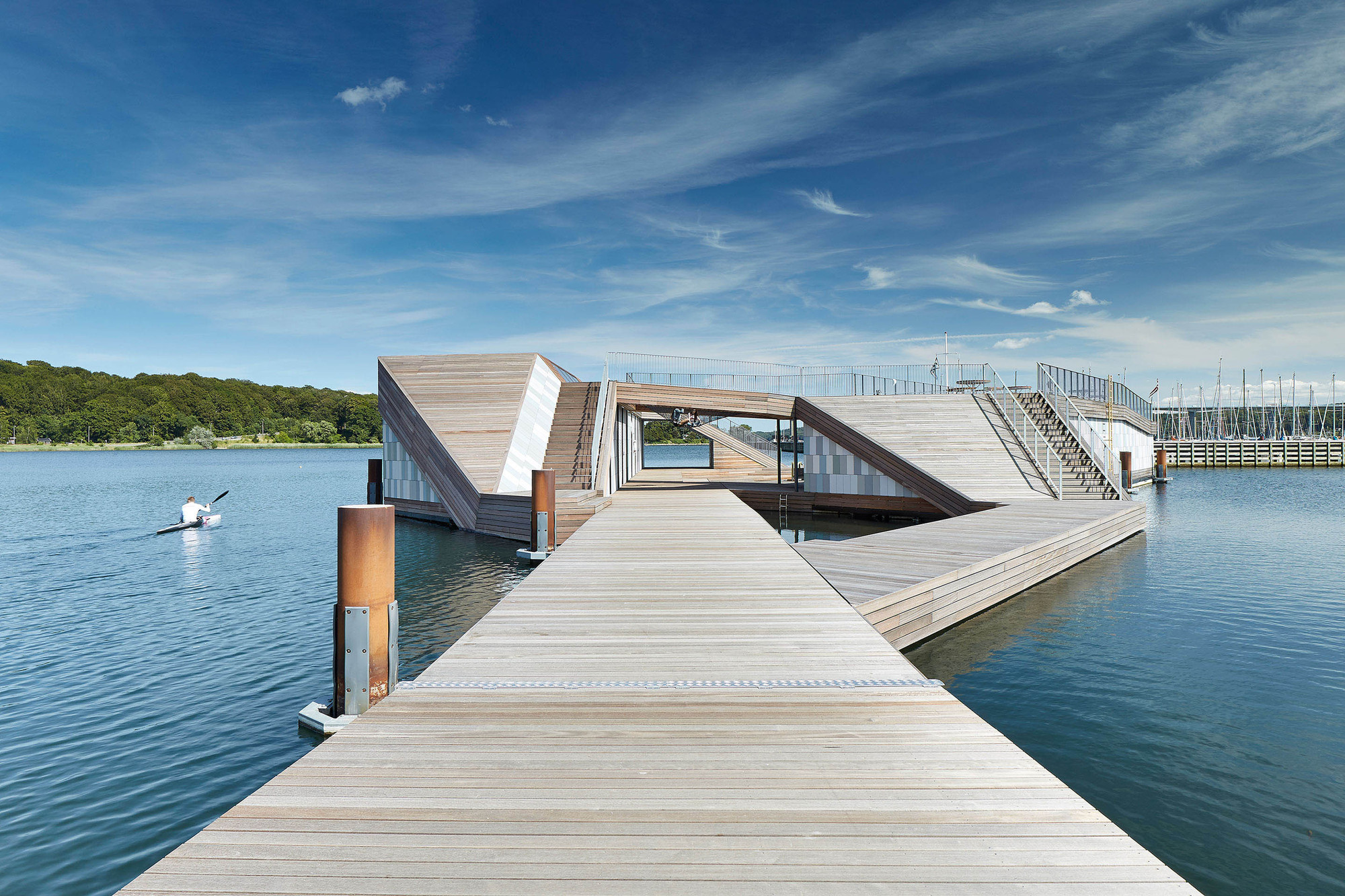 The floating kayak club force4 architects archdaily for Architecture wood