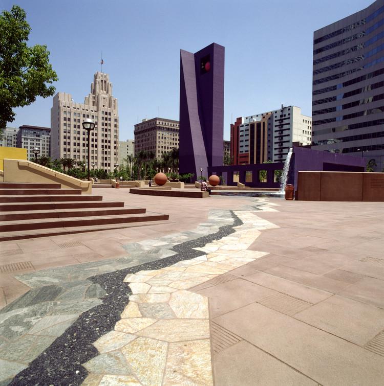 Clásicos de Arquitectura: Pershing Square / Ricardo Legorreta + Laurie Olin, © Legorreta + Legorreta, fotografías por Lourdes Legorreta