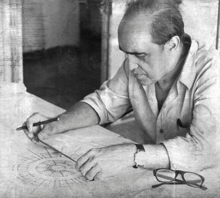 Câmara dos Deputados aprova a instituição do Dia do Arquiteto e Urbanista, Oscar Niemeyer trabalhando em São Paulo - 06/04/69