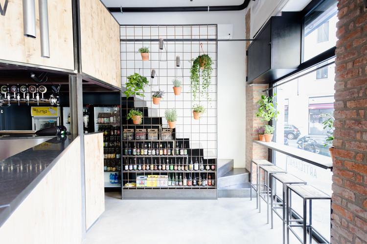 Beershow - Bar e Loja de cerveja artesanal / Mezzo Atelier, © Francesca Iovene