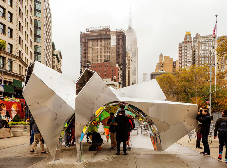 "SOFTLab's ""Nova"" Transforms Flatiron Public Plaza for the Holiday Season, Courtesy of Van Alen Institute"