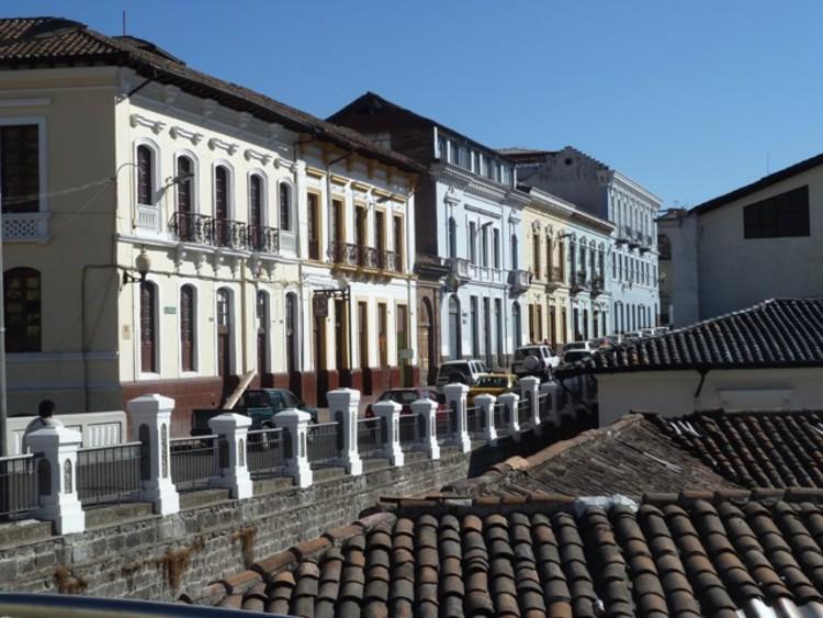 """Charla """"La Conservación de patrimonio urbano: una tarea de todos los actores sociales"""", Centro Históricos de Quito. Eduardo Rojas."""