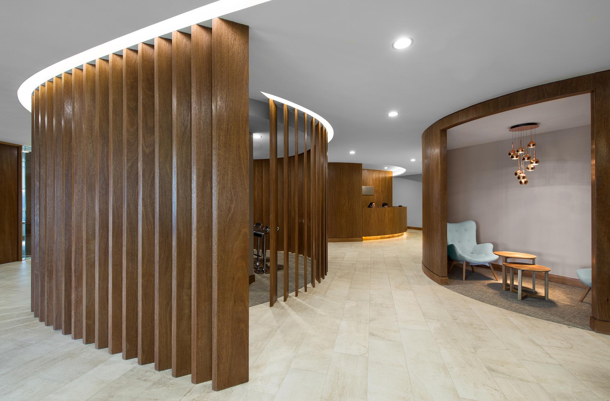 Galería de Interiorismo Oficinas Piso 17 Parque Titanium / Marsino ...