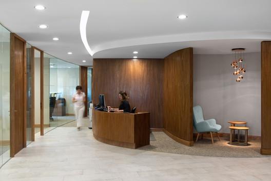 Interiorismo Oficinas Piso 17 Parque Titanium  / Marsino Arquitectura