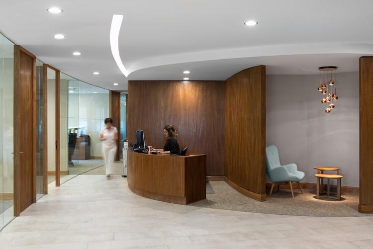 Interiorismo Oficinas Piso 17 Parque Titanium  / Marsino Arquitectura, Cortesía de Marsino Arquitectos Asociados