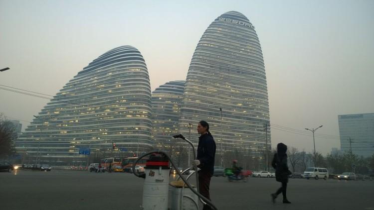 Artista chinês usa a poluição atmosférica de Pequim para fazer tijolos, Dia 98. Imagem via Quartz / Cortesia de Nut Brother