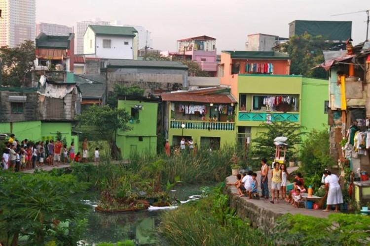 Estas islas artificiales filtran el agua de los canales urbanos, Aplicación en Manila, Filipinas. Image vía Biomatrix / Fan Page
