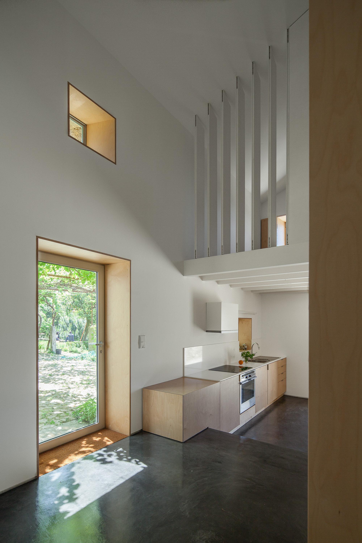 Galeria de casa das nogueiras sofia parente andr for Baguio villa interior design