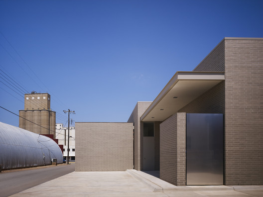 Kirkpatrick Oil Hennessey / Elliott + Associate Architects