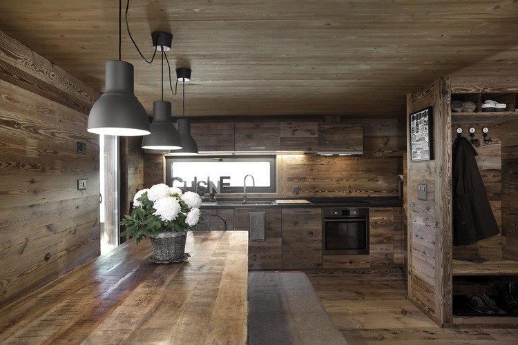 Js barn reconversion alp architecture s rl archdaily for Amenagement interieur chalet