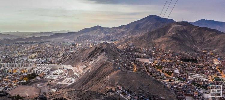 Divagaciones en torno a la (tres veces) fracturada ciudad de Lima, Encuentros. Lima, 2015. Image © Eleazar Cuadros