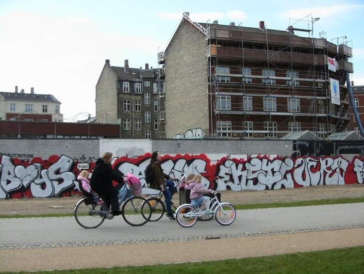 Copenhague torna obrigatória a construção de telhados verdes, Copenhague, Dinamarca. Image © Hunter Desportes, via Flickr. CC