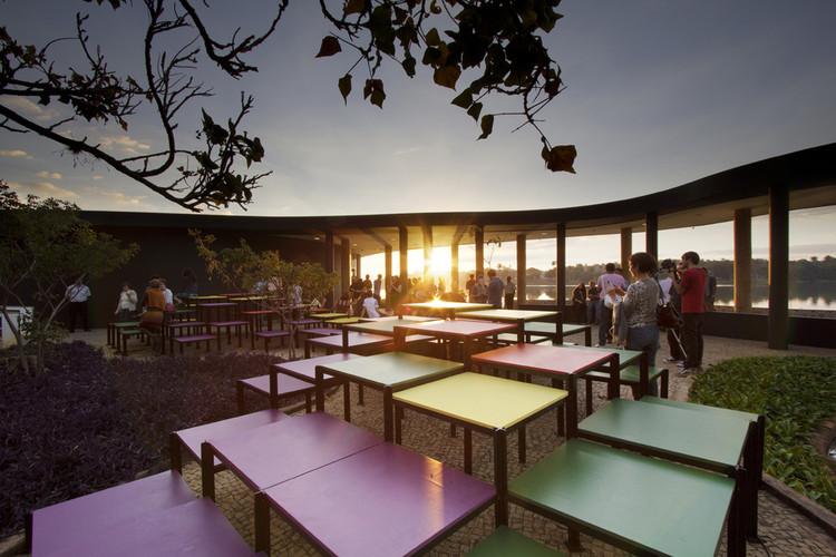 Olhares sobre a Casa do Baile, Intervenção Deriva, em primeiro plano. Image © Gabriel Castro