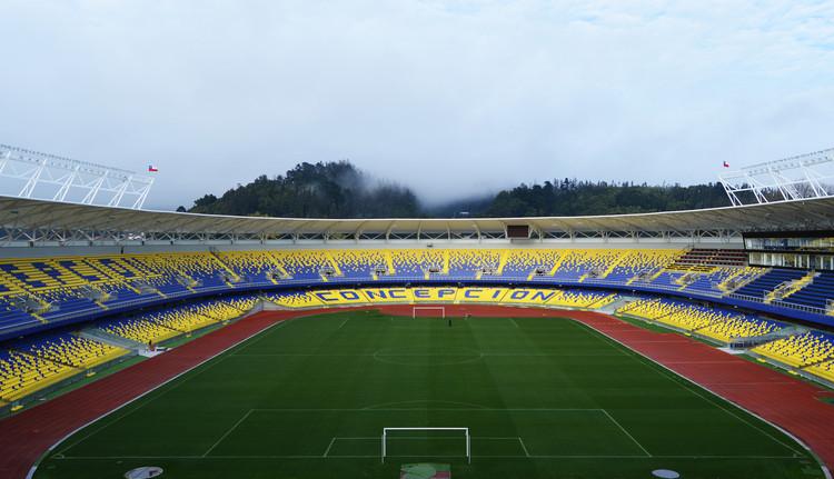 Estadio Municipal Ester Roa Rebolledo / Valle Cornejo Arquitectos, Cortesía de Andrés Valle