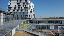 Complejo educacional Rosalind Franklin y dormitorios estudiantiles / Chartier Dalix Architectes