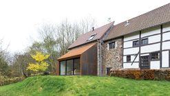 Ampliación Casa en Lustin / Puzzle's architecture