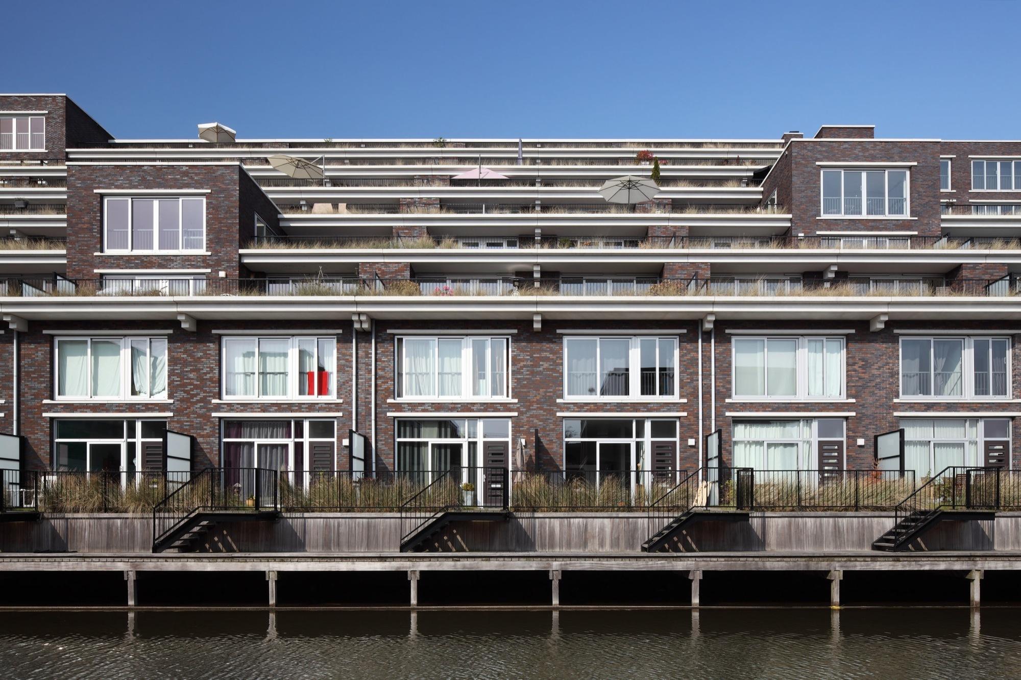 Edificio de departamentos Emmy Andriesse / Attika Architekten