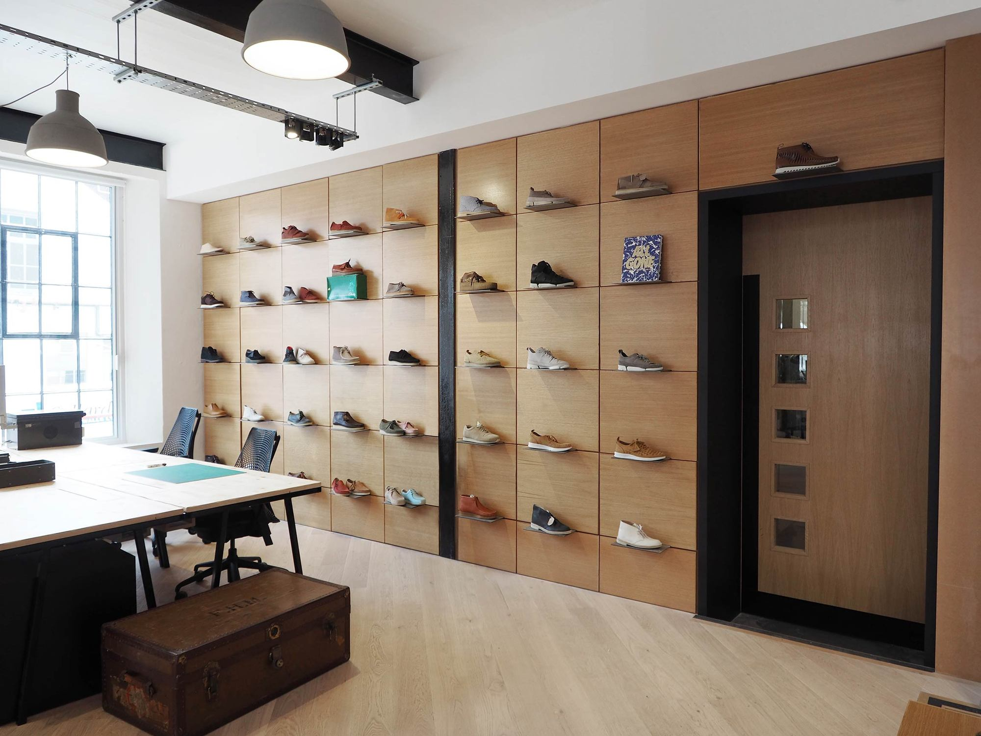 Galeria de est dio de design clarks originals arro for Product design studio