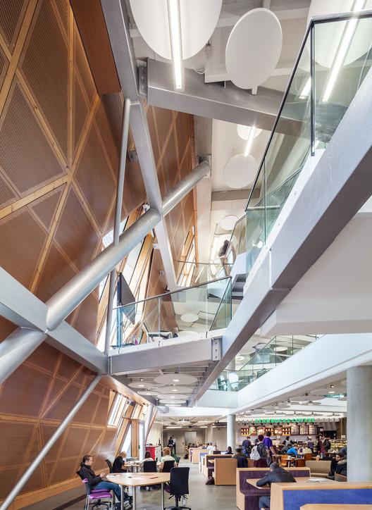 Universidade de Coventry, Faculdade de Engenharia e Computação / Arup Associates, © Simon Kennedy