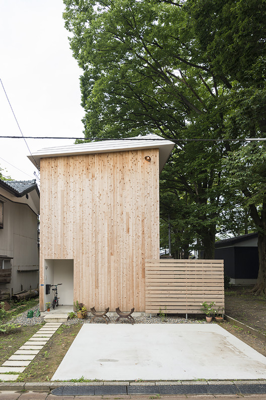 Casa que toca a árvore / Takeru Shoji Architects, © Murai Isamu
