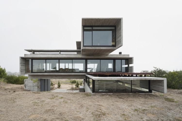 Casa Golf / Luciano Kruk Arquitectos, © Daniela Mac Adden