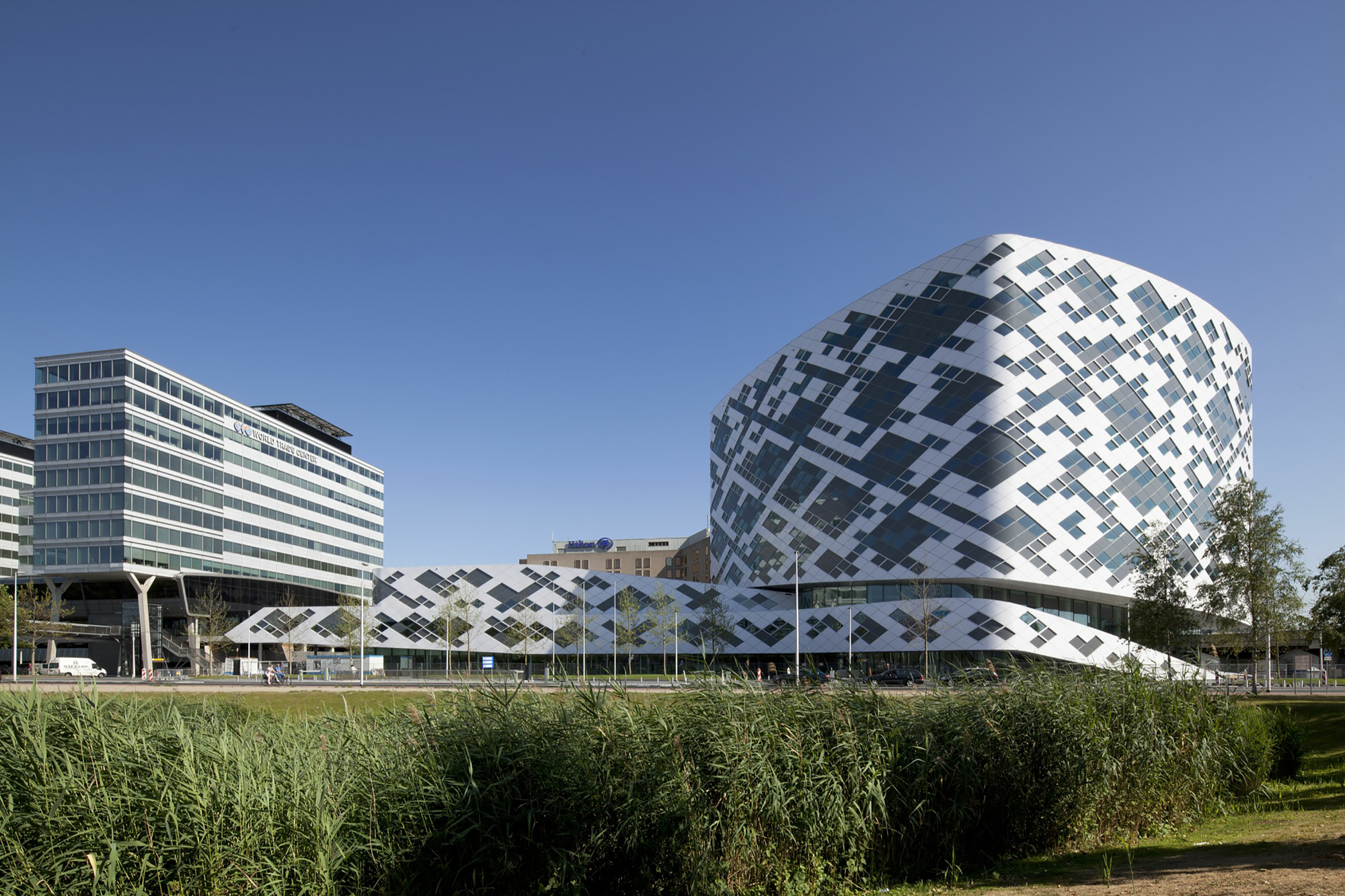 Hilton amsterdam airport schiphol mecanoo archdaily for Best hotel building design