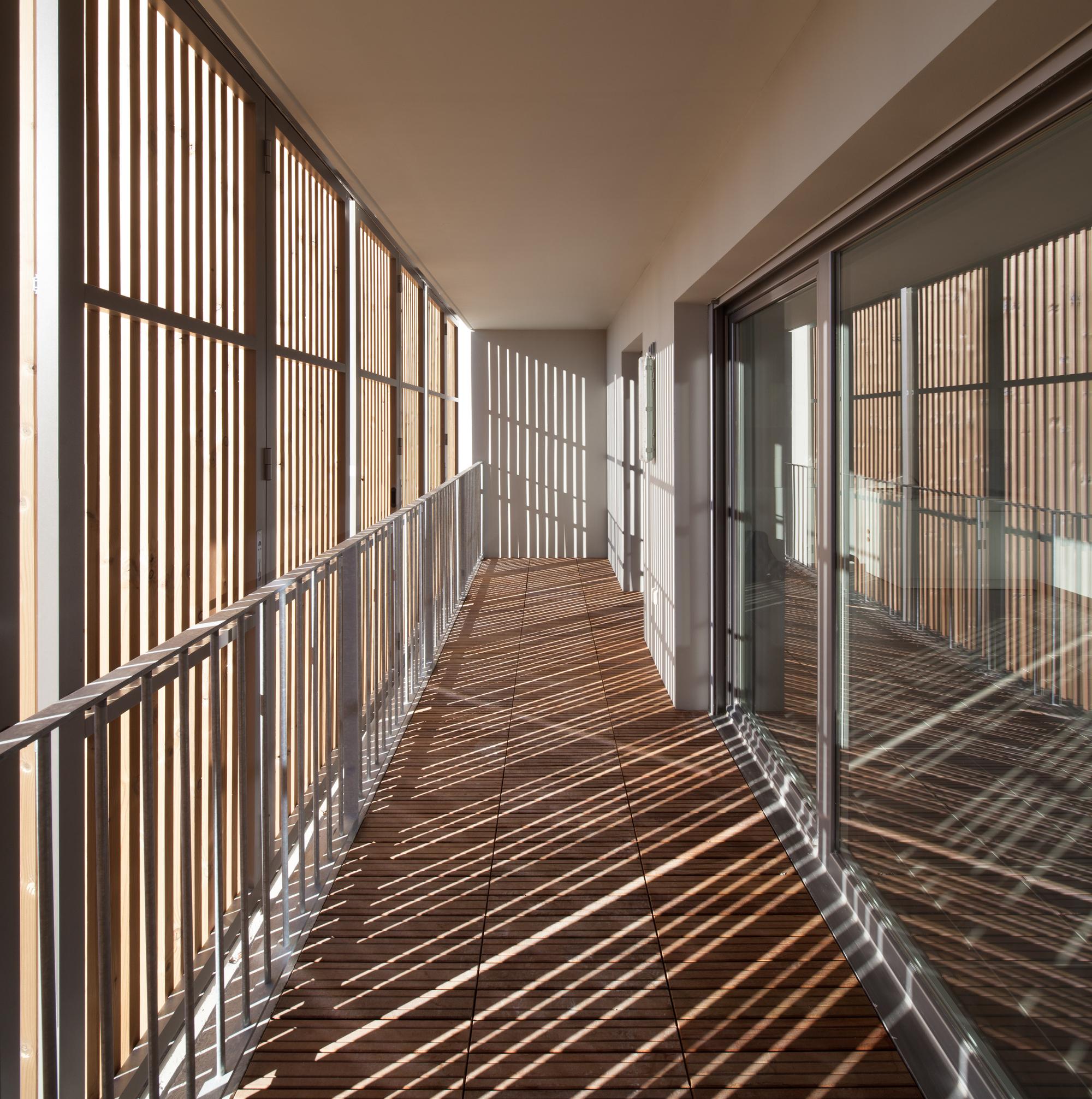 galer a de vivienda social tiendas en mouans sartoux comte et vollenweider architectes 21. Black Bedroom Furniture Sets. Home Design Ideas