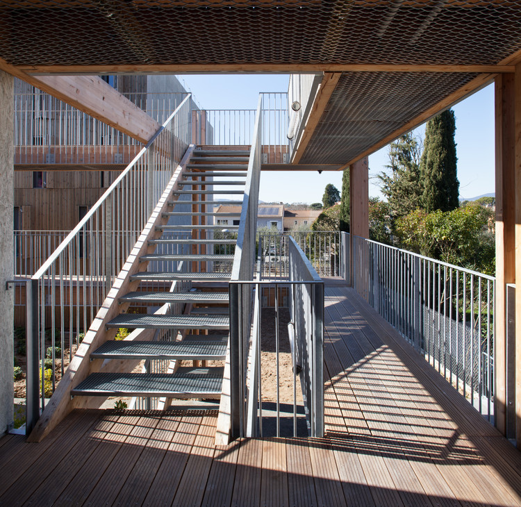 vivienda social tiendas en mouans sartoux comte et vollenweider architectes plataforma. Black Bedroom Furniture Sets. Home Design Ideas