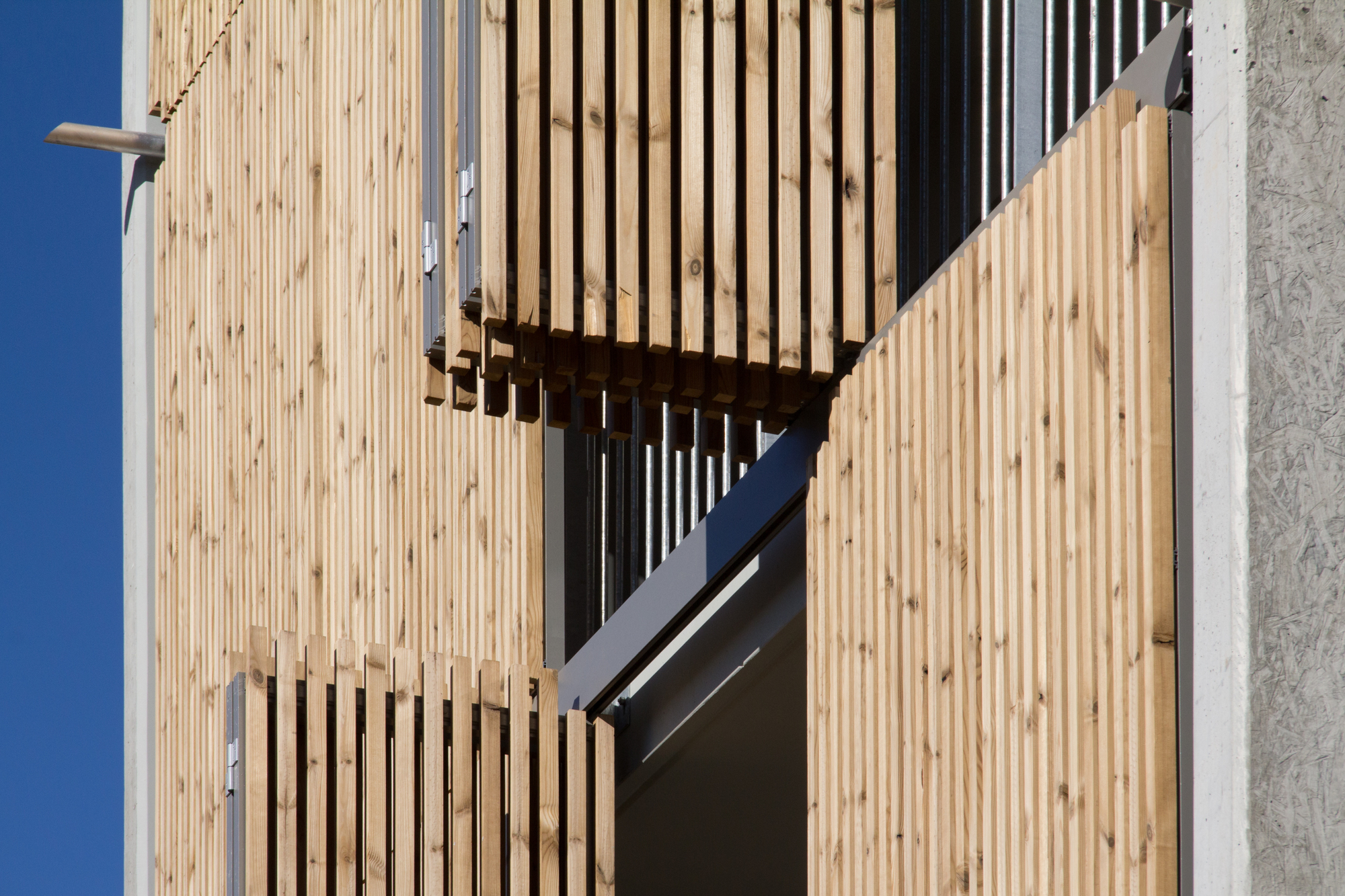 galer a de vivienda social tiendas en mouans sartoux comte et vollenweider architectes 32. Black Bedroom Furniture Sets. Home Design Ideas