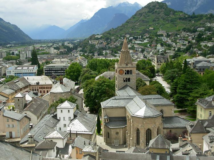 Suíça testa primeiro sistema de ônibus elétricos sem motorista do mundo, Sion, Suíça. Image © Martin Doelberg, via Wikicommons
