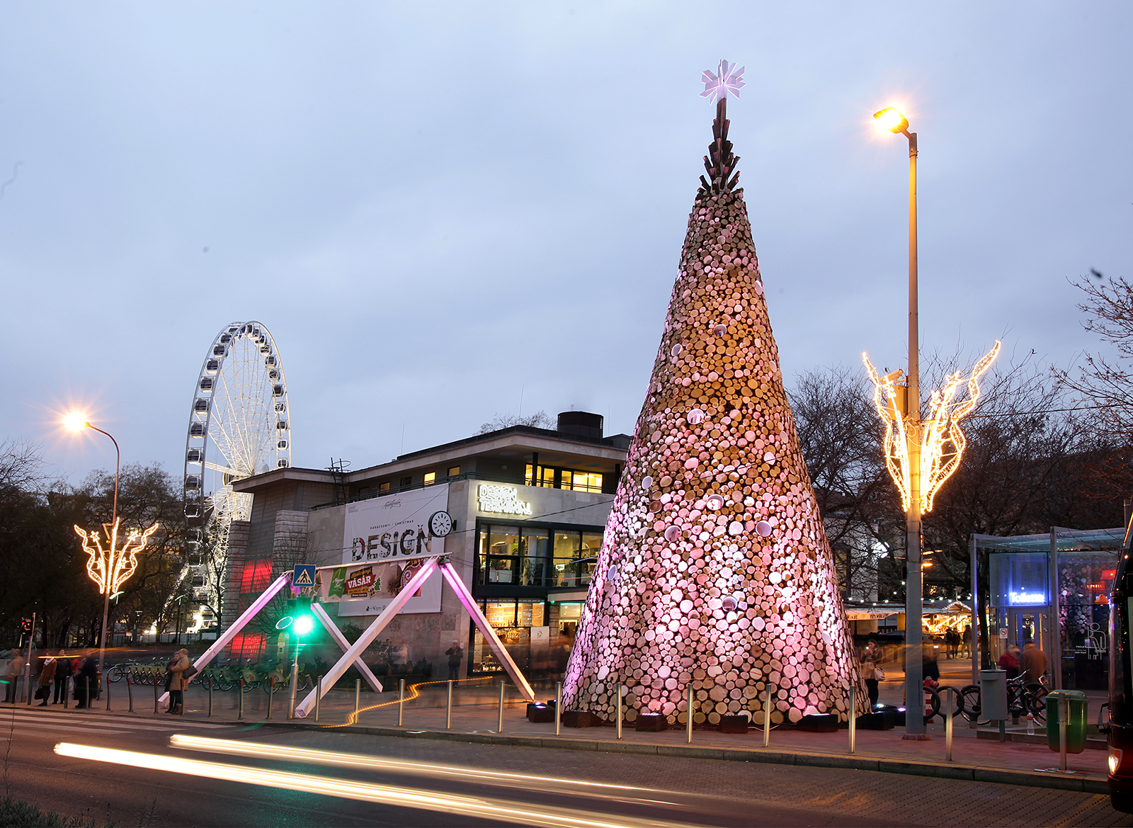 Budapest Christmas Tree. Image © Turós Balázs