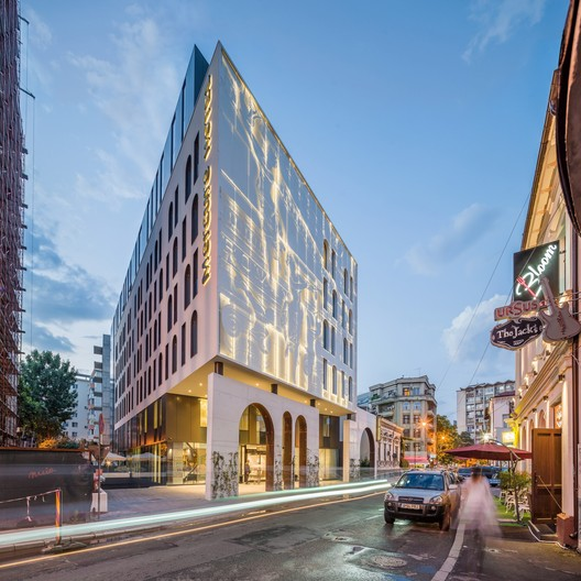 Hotel Mercure en Bucarest / Arhi Group