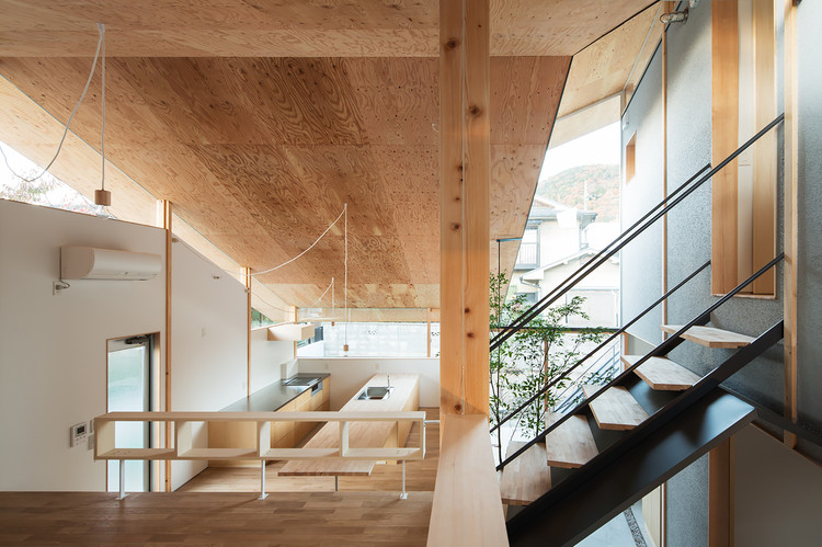 Eaves Around House / y+M design office, © Yohei Sasakura