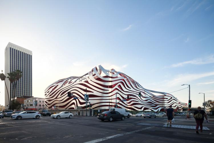 In Defense of Kohn Pedersen Fox's Petersen Automotive Museum, © Chang Kim for KPF