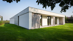 House in Olomouc-Slavonín  / JVArchitekt  + KAMKAB!NET