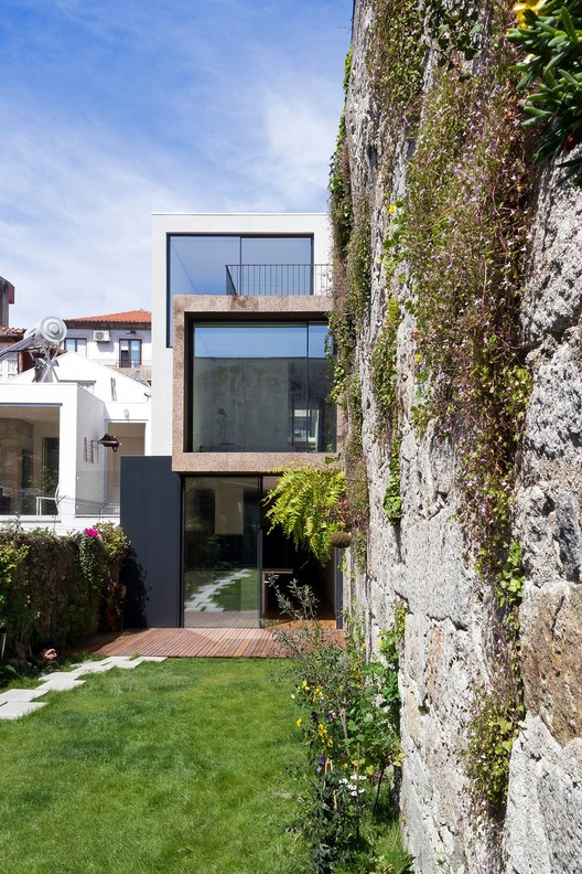 Bonjardim House / ATKA arquitectos, Courtesy of ATKA arquitectos